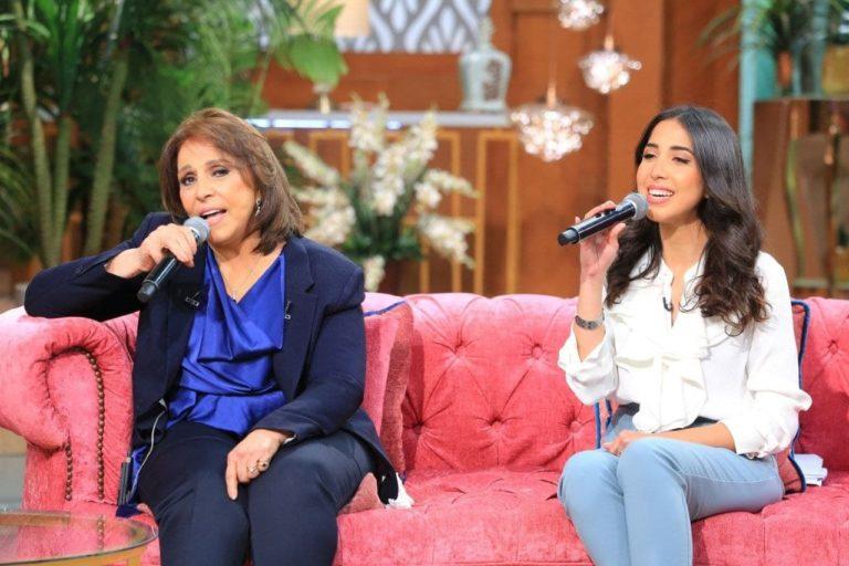 عفاف راضي تتألق في الغناء مع ابنتها في برنامج (معكم منى الشاذلي )